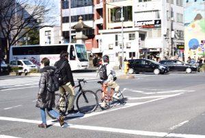 クロスバイク 交差点