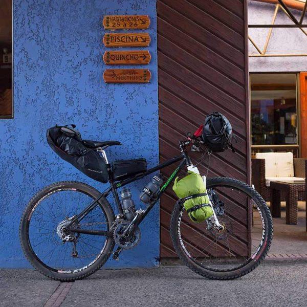 クロスバイク用バイクパッキングバッグ_