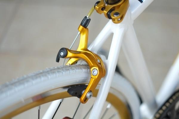 クロスバイクの振れ取りメンテナンス
